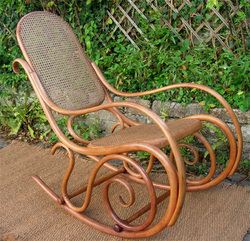 Rocking_chair_thonet