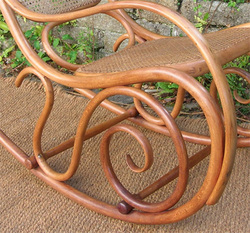 Rocking_chair_thonet_detail_bois_co